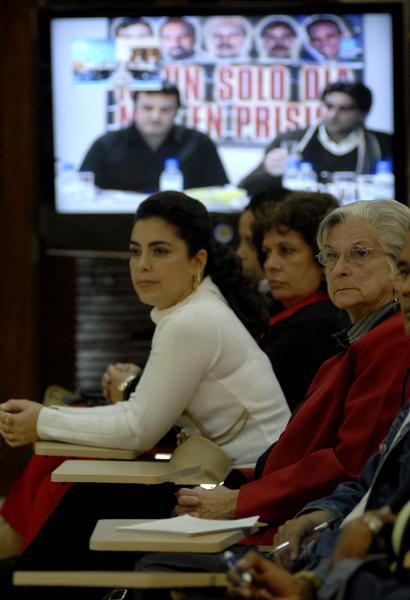 Familiares de los cinco cubanos prisioneros injustamente en cárceles de los Estados Unidos, estuvieron presentes en la Video Conferencia Cuba-España sobre los Derechos Humanos, celebrado en la sede del Ministerio de Relaciones Exteriores de Cuba, el 10 de diciembre de 2010.  AIN  FOTO/Omara GARCIA MEDEROS/are
