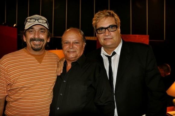 """Rafael Solís, Enrique Molina y Amaury Pérez en """"Con 2 que se quieran"""". Foto: Petí"""