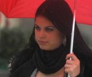La bufanda, prenda de vestir que tiene sus orígenes en países con climas invernales, gana adeptos de uno u otro sexo que la incorporan al atuendo contemporáneo de los habitantes de la ciudad de Holguín. 15 de diciembre de 2010.   AIN   FOTO/Juan Pablo CARRERAS/sdl