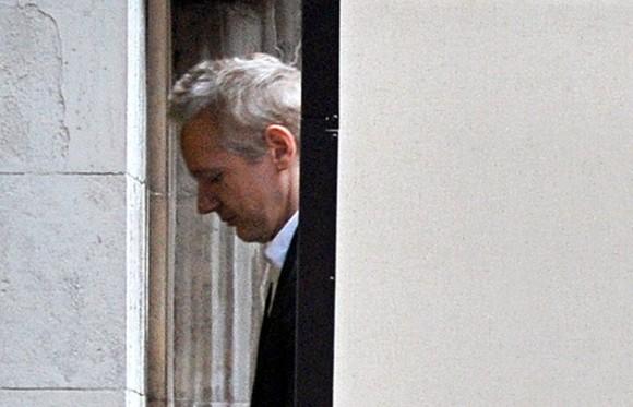 Julian Assange en la corte