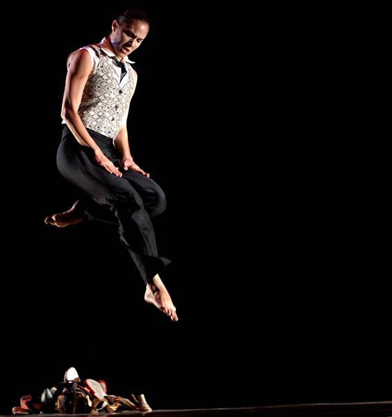 """Laura Ríos durante su presentación en el Gran Teatro de La Habana,  el 30 de noviembre de 2010, como parte de la Gira Nacional """"Carlos Acosta y sus invitados"""" por cinco provincias del país. AIN FOTO/ Sergio ABEL REYES/"""