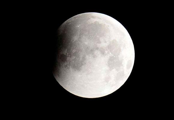 Eclipse lunar, madrugada del día 21 de diciembre de 2010. Foto: Reuters