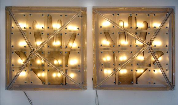 T Piramides de cristal sobre caja de luz 24 X 24 X 24 cm 2008. Mabel Poplet