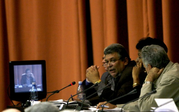 El Ministro de Economía Marino Murillo interviene en la Asamblea Nacional. Foto: Ismael Francisco