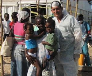 medico-cubano-con-pacientes-recuperados-de-colera1