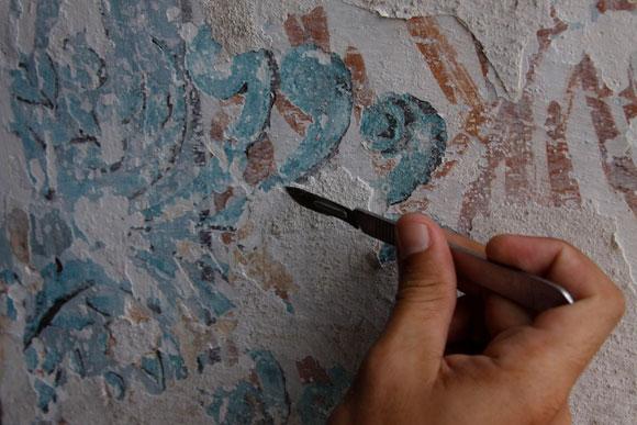 Pintando con bisturí. Foto: Alejandro Ramírez