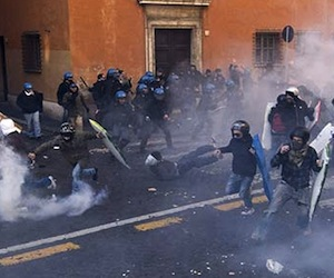 Estudiantes toman las calles de Italia
