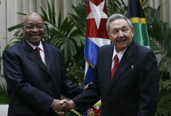 Durante las conversaciones oficiales, Jacob Gedleyihlekisa Zuma estuvo acompañado por Maite Nkoana-Masahbane, ministra de Relaciones Internacionales y Cooperación de Sudáfrica.