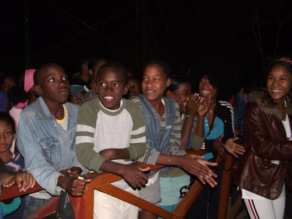 Los niños de la Comunidad 6to Congreso en el Concierto de Silvio.  Foto Marianela Dufflar