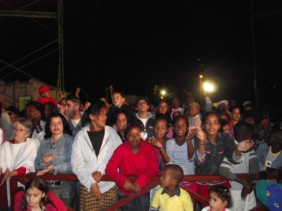 Los pobladores de la Comunidad 6to Congreso en el Concierto que Silvio les dedicó este 10 de diciembre de 2010.  Foto Marianela Dufflar