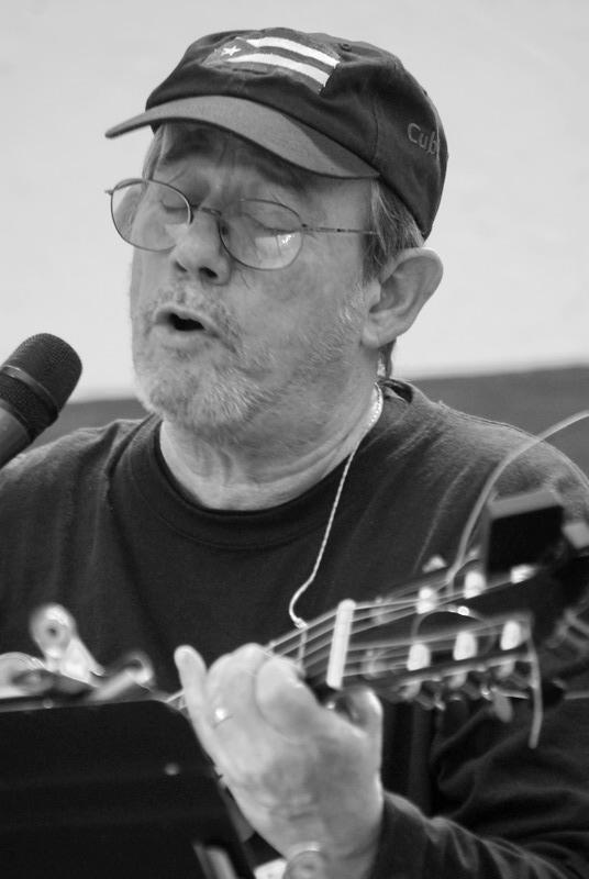 "Silvio Rodríguez canta ""Ojalá"". Foto: Iván Soca"