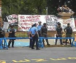 Universidad de Puerto Rico ocupada por la policía