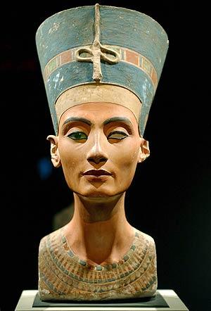 Egipto exige oficialmente la devolución del busto de Nefertiti , la ...