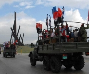 Representación de la reedición de La Caravana de la Victoria durante su partida desde la Ciudad de Santiago de Cuba el 2 de enero de 2011. AIN FOTO/Miguel RUBIERA JUSTIZ/are