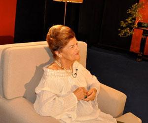 Fidel y Raúl felicitan a Carilda Oliver en su cumpleaños 90