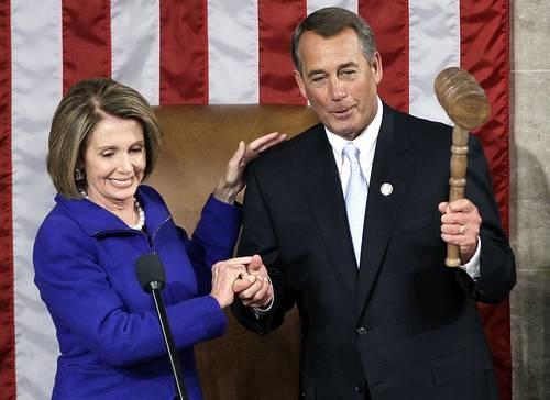 John Boehner, congresista republicano por Ohio, recibió de la demócrata Nancy Pelosi el mazo de mando al convertirse en el presidente de la Cámara de Representantes que fue instalada ayer en Washington. Foto Ap