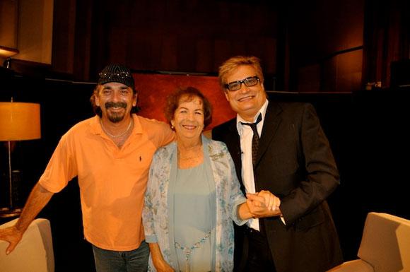 """Dra. María Dolores Ortiz junto a Amaury Pérez y Rafael Solís, en el programa """"Con 2 que se quieran"""". Foto: Petí"""