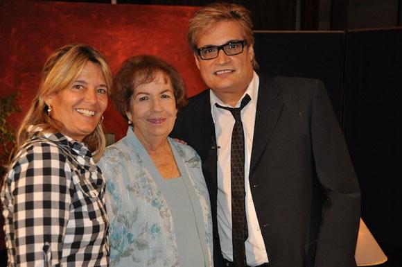 """Dra. María Dolores Ortiz junto a Petí y Amaury Pérez, en el programa """"Con 2 que se quieran""""."""