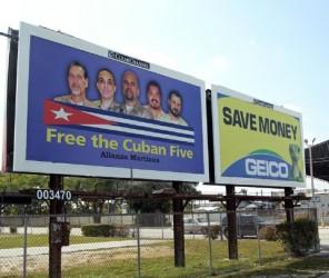Valla en Miami dedicada a los Cinco que fue censurada por grupos extremistas la semana pasada.