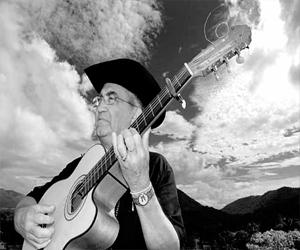 Eliades Ochoa rinde tributo a Compay Segundo