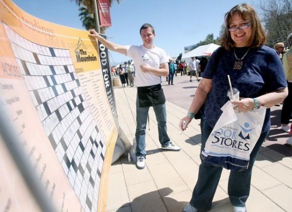 Jared Lughner, a la izquierda, el hombre que tiroteó a las personas que asistían al acto con la congresista Giffords. Foto: Arizona Daily Stars.