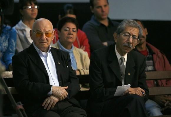 Giustino di Celmo, a la izquierda, padre de Fabio di Celmo, el turista italiano que murió por la bomba que estalló en el Hotel Copacabana. Foto: Ismael Francisco
