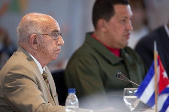 El vicepresidente cubano José Ramón Machado Ventura y el Presidente Hugo Chávez. Foto: Archivo