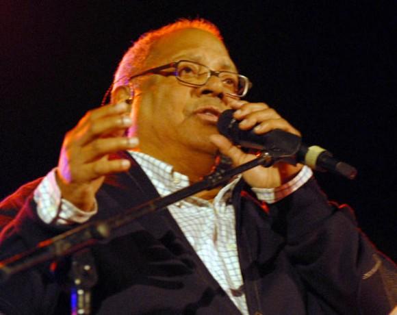 El cantautor cubano, Pablo Milanés, ofreció un concierto en la Plaza de la Revolución Ernesto Che Guevara en Santa Clara, provincia de Villa Clara, 14 de enero de 2011  AIN FOTO/Arelys María ECHEVARRIA RODRIGUEZ/are