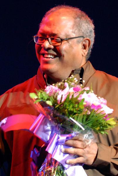 El cantautor cubano Pablo Milanés, ofreció un concierto como parte de su gira nacional, auspiciada por la Institución Cultural PM Récord y el Instituto Cubano de la Música, en el teatro Karl Marx, en la capital cubana, el 22 de enero de 2011. AIN FOTO/Marcelino Vázquez HERNANDEZ