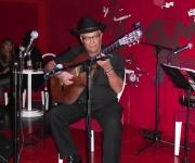 Eliades Acosta, se sumo con su talento e interpretó varios de sus más conocidos temas