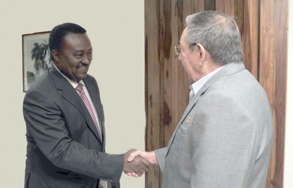 Recibe Raúl al Vicepresidente de Angola. Foto: Geovani Fernández