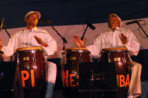 Mezcla de música y danza clausura Fiesta del Tambor en Cuba