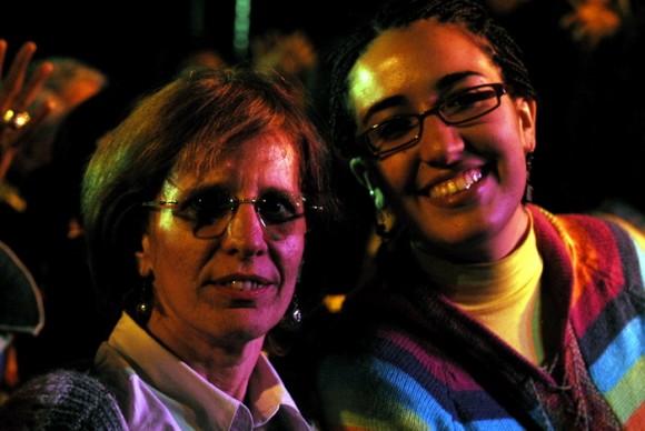 Muchachas en el concierto de Silvio Rodríguez en La Hata. Foto: Iván Soca