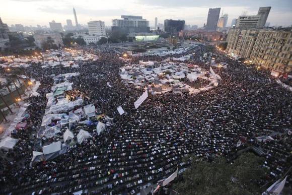 Los manifestantes continúan exigiendo la salida de Mubarak Foto: Reuters