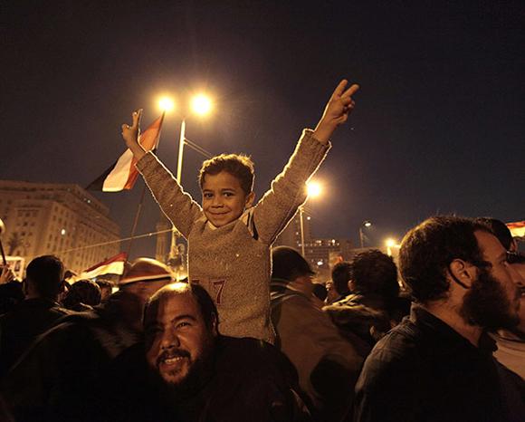 La multitud celebra en la Plaza de Tahrir