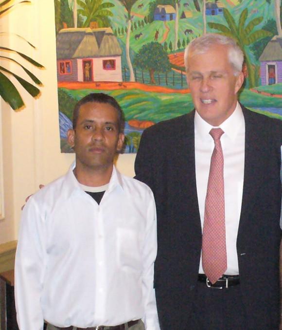 Carlos Manuel Serpa logró acceder a los más altos jefes de la SINA, entre ellos, Michael Parmly. Autor: Juventud Rebelde