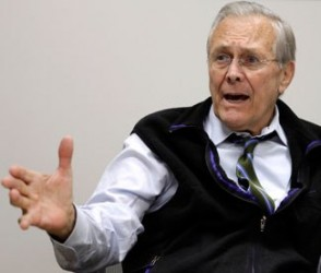 Manifestantes intentaron arrestar a Donald Rumsfeld en Boston (+ Video)