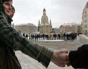 Dresde, cadena humana contra el fascismo. Foto: AFP