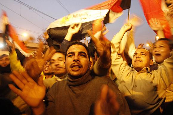 El pueblo celebra en las afueras del palacio presidencial en El Cairo. Foto:Mohammed Abed/AFP