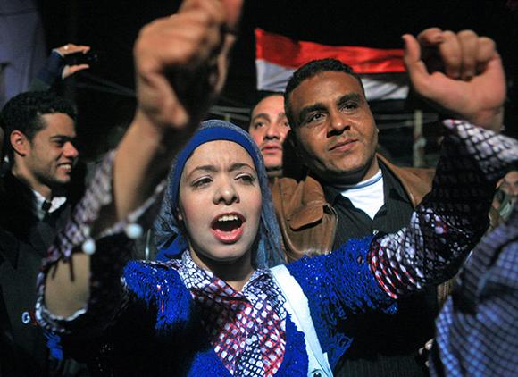 Reacciones del pueblo minutos depués de escuchar la noticia de la renuncia de Mubarak Foto:Amel Pain/EPA
