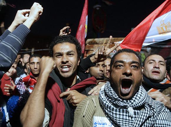 Gritos de alegría en la Plaza Tahrir. Foto:Amel Pain/EPA
