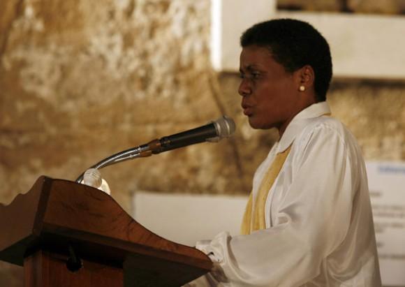 Zuleica Romay Guerra, presidenta del Instituto Cubano del Libro, deja oficialmente Inaugurada la feria del Libro.