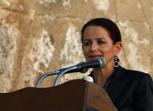 La ministra Erika Silva en la Feria del Libro. Foto: Ismael Francisco
