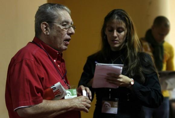 Luis Baez ofrece delacaraciones a Prensa latina, durante la presentacion de su Libro FIDEL por el Mundo, feria del Libro. Foto: Ismael Francisco