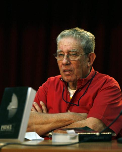 Luis Baez, durante la presentacion de su libro FIDEL por el Mundo, Feria del Libro. Foto: Ismael Francisco