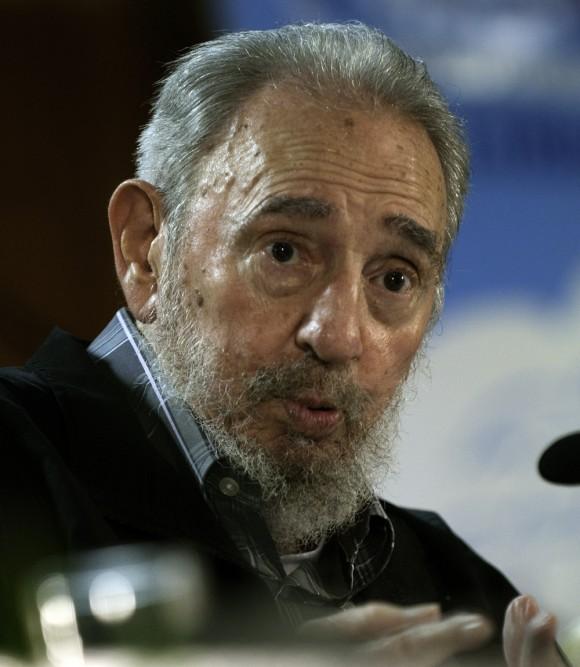 Fidel con asistentes a la Feria del Libro. Foto: Roberto Chile