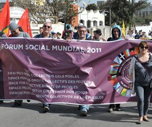 Marcha de los participantes en el Foro Social Mundial, celebrado en Dakar. Foto: AFP