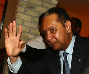 Baby Doc Duvalier goza de la buena vida tras regreso a Haití