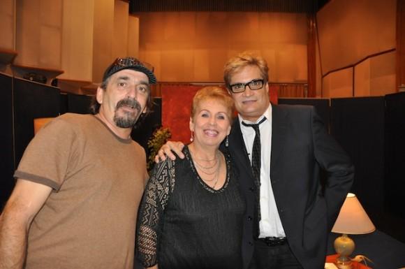 """Rafael Solís, Josefa Bracero y Amaury Pérez en """"Con 2 que se quieran"""". Foto: Petí"""