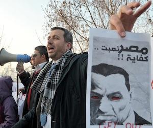 Mubarak dimite al frente del partido gobernante